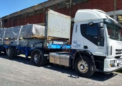 Camion IVECO perspectiva lateral 2